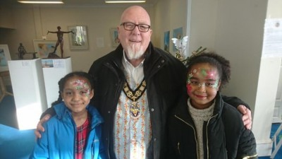 Bognor's Mayor, Cllr Phil Woodall with two of the children who had their faces painted by Elissa Barrett at the BlakeFest pop-up art gallery Dec 2019.