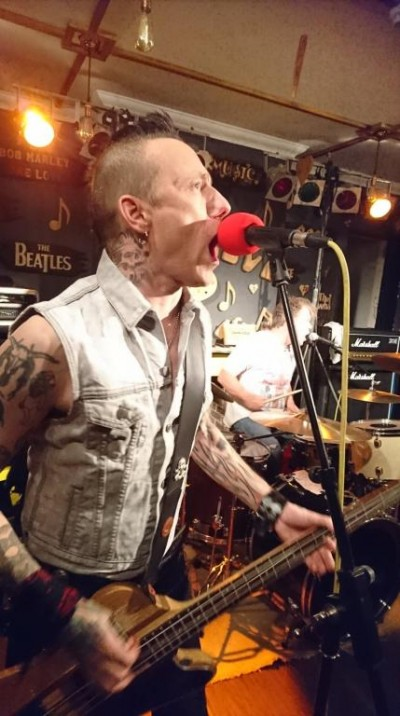 Pete and Eddie giving it some... Legendary punk band, The Vibrators, played at a Blakefest fundraiser in November 2017, with two acoustic support acts, at the Pier Bar in Bognor